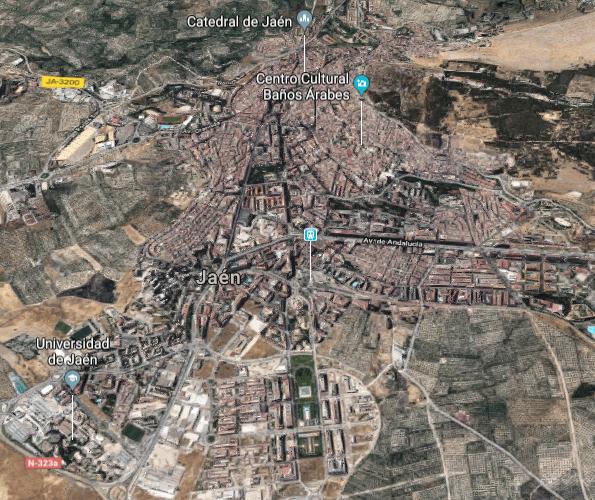 """Imagen satelital de Jaén con Marroquíes Bajos en la zona inferior centro. Se aprecia una gran """"S"""""""